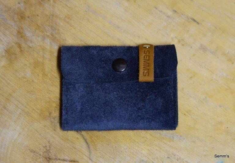 blauwe suede portemonnee