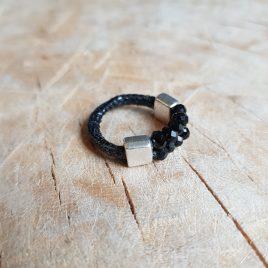 semms ring zwart leer met kralen