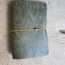 groen leren notitieboekje