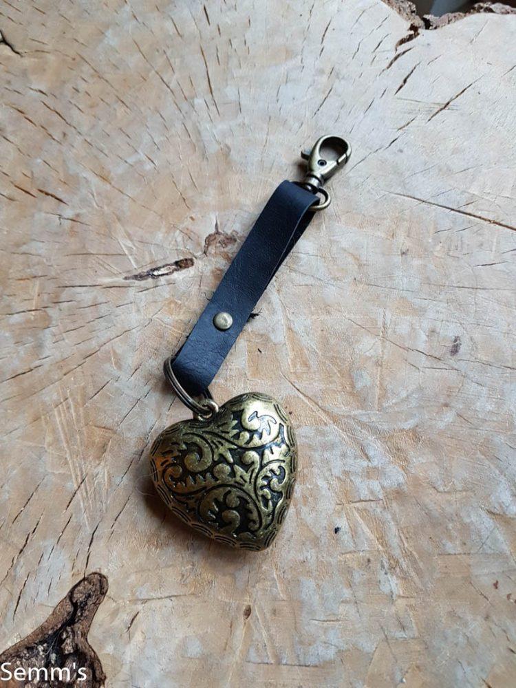 sleutelhanger met koperkleurig hart