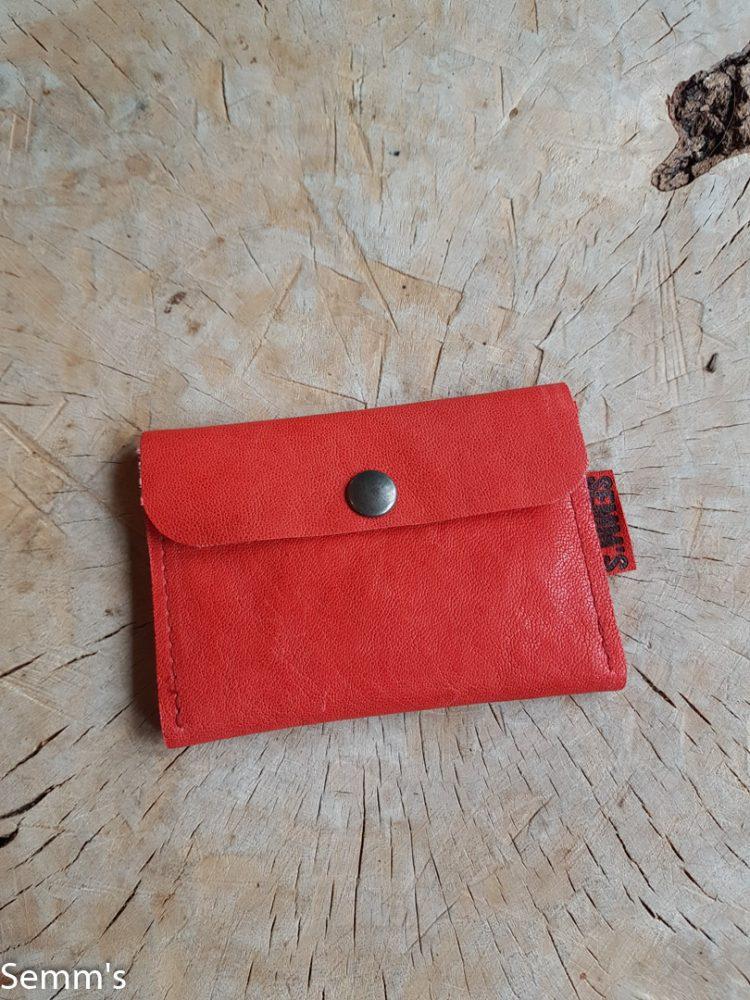 rood leren portemonneetje