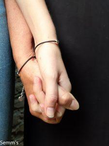 vriendschapsarmbandje zwart leer met hartje
