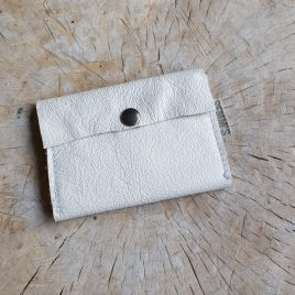 wit leren portemonneetje voor pasjes en kleingeld